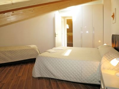 Photo for Cosy apartment for 6 people with pool, A/C, WIFI, TV, pets allowed and parking