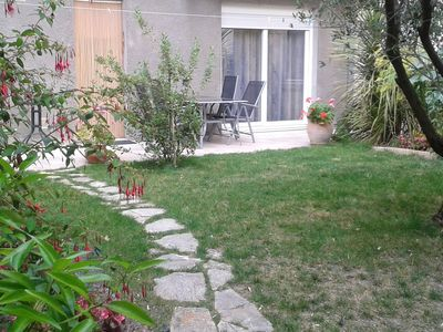 Photo for At the foot of the city, Apt. 77m2, garden, 2 sal. Bathrooms 2 WC, wifi, garage