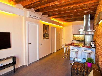 Photo for Apartment 410 m from the center of Barcelona with Internet, Air conditioning, Lift, Balcony (443034)