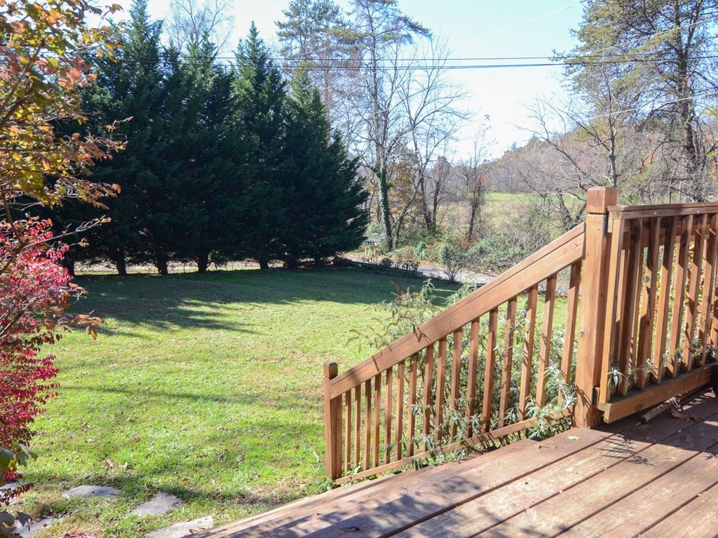 Pet friendly log cabin with hot tub asheville blue ridge for Asheville cabin rentals pet friendly