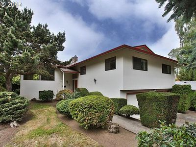 Photo for Mid Century Neighborhood 3 blks to Reed College Pet Friendly 1BD/1BA W PINBALL!!
