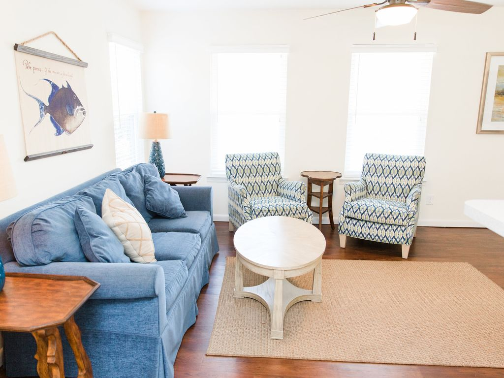 Fabulous North End Home 1.5 blocks off the beach, private deck, WiFi ...