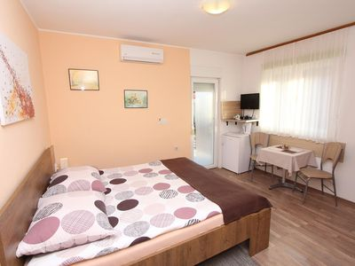 Photo for Apartments Eva / EVA Double Room with Kitchenette and Sea View 1