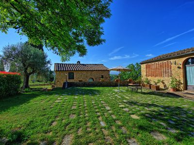 Photo for Lovely apartment with pool, WIFI, TV, pets allowed, panoramic view, parking, close to San Gimignano