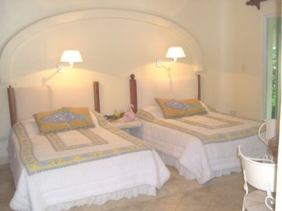 Br with 2 full sized beds