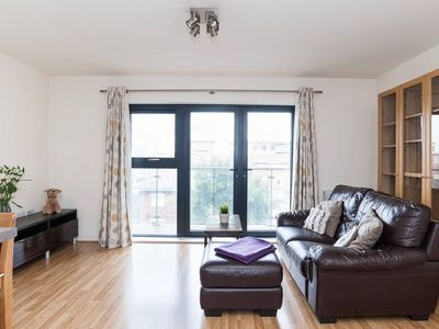 Photo for Fantastic 2BR Flat in Popular East London