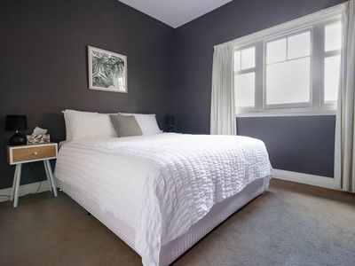 Photo for Gorge Home - 5 min from CBD/Gorge + Wi-Fi/Netflix