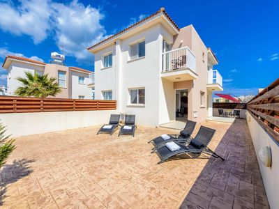 Photo for Located in the center of Pernera, close to Anastasia Waterpark and nearby beach