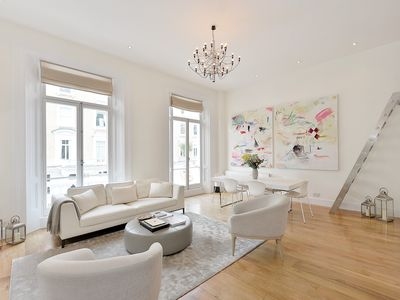 Photo for Spacious Stunning Chelsea Gem apartment in Kensington & Chelsea with balcony.