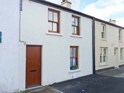Photo for POPPY COTTAGE, pet friendly in Ballyheigue, County Kerry, Ref 24344
