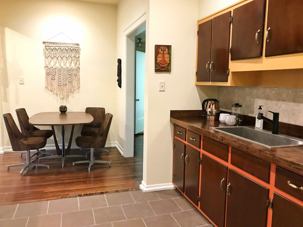 Cliff Road Unit A: Bright, Fun Apartment w/ Balcony in Highland Park ...