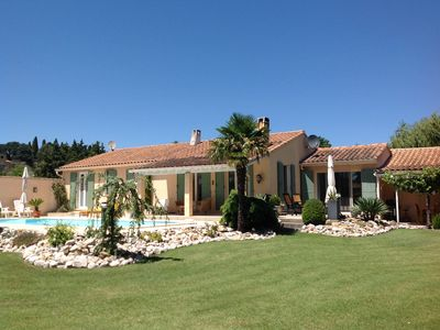 Photo for Villa with private pool close to the village and near the Ventoux