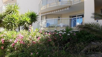 Photo for Beautiful 2-room apartment air-conditioned near the beach