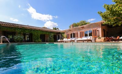 Photo for Modern and peaceful villa with pool in Ramatuelle