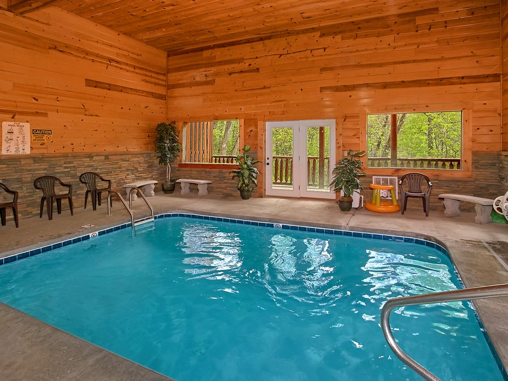3 bedroom luxury cabin with indoor pool 9 foot theater screen sleeps 12 vrbo for Luxury cottages with indoor swimming pool