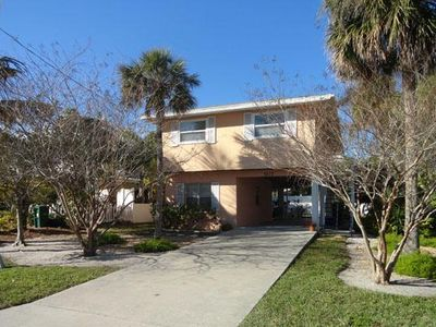 Photo for Cozy 2BR/2BA Close to Beach, Shopping, and Restaurants