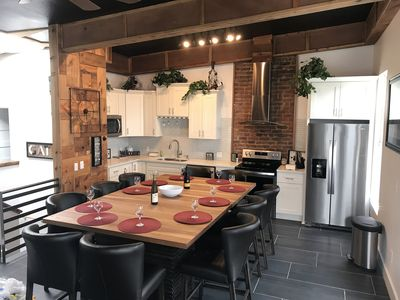 Wow! Cool 2 story Loft gathering place for 10 sleeps 6