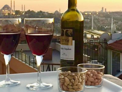 Photo for Cosy with frescoes, terrace views in Galata!
