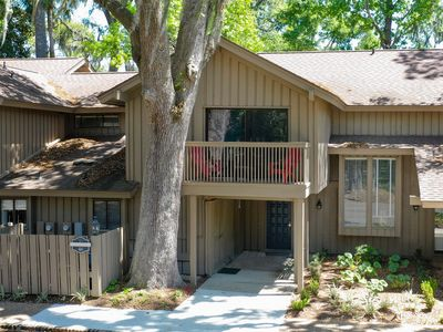 Photo for 3BR/3.5BA Remodeled Beach Villa in Palmetto Dunes, Great Golf Retreat