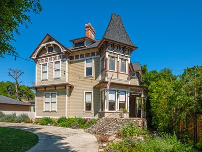"Photo for The ""Monroe House"" A Queen Anne Victorian Near The Mtns."