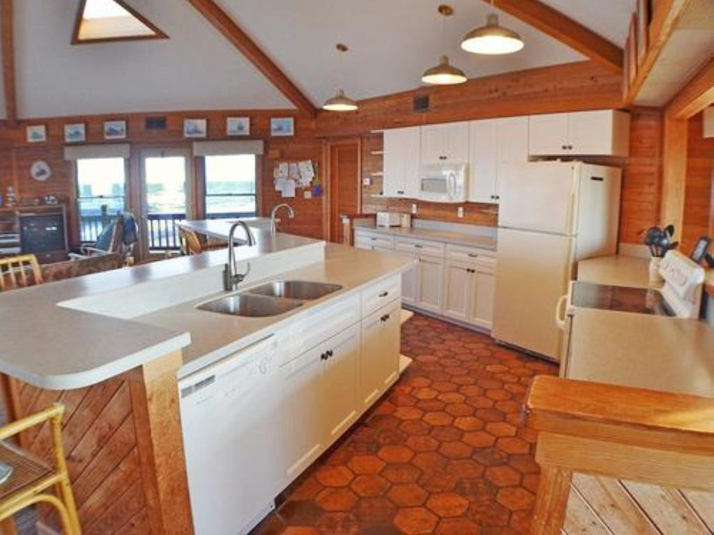 One of a kind, Beautiful 6 Br/6 Ba Direct Oceanfront Home With Hottub, Sleeps 16