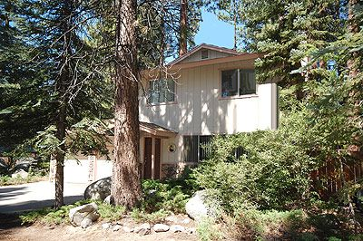 Photo for Convenient Location only 4 miles to Heavenly, Private Hot Tub - Sleeps 6