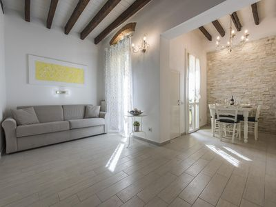 Photo for Le Casine  apartment in Porta al Prato with integrated air conditioning & private terrace.