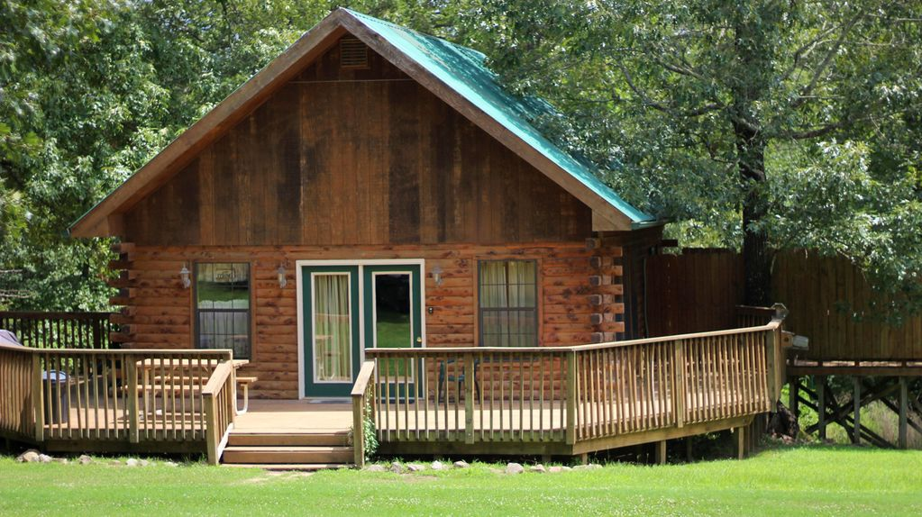 Beautiful log cabin sleeps 6 1 4 mile from white river for White river cabin rentals arkansas