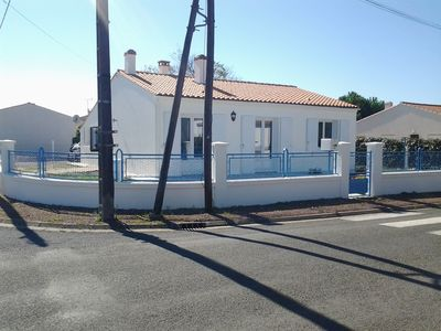 Photo for Pleasant holiday home close to the sea for 10 people