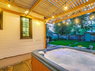 Photo for #HabitueHomes- West End Cottage 4bd, 2 ba w/ Hot tub! Kid Friendly