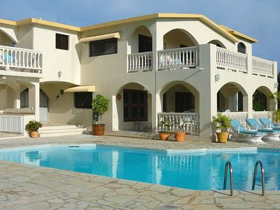 Spacious 6 BR Vacation Villa with private pool, attentive staff, steps to beach