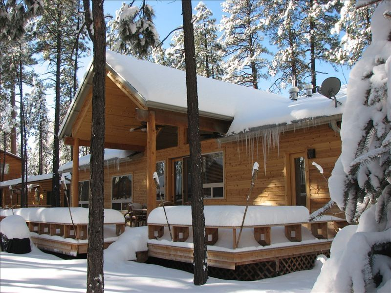 in mountains hot az cabins luxury cabin white pinetop tub rentals