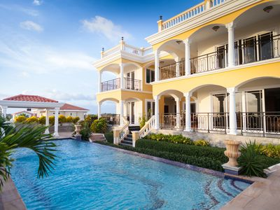 Villa Indijo: Full Service Villa with Spectacular View of the Caribbean Sea