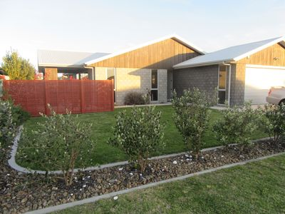 Photo for Modern 3-bedroom home 5 min walk from Papamoa Beach