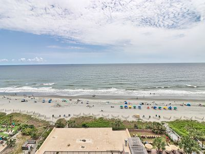 Photo for Big Family Fun In This Ocean Front Condo!