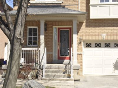 Photo for Modern home in Woodbridge Vaughan 3 Bedroom 2.5 washrm, 3 parking, Kitchen