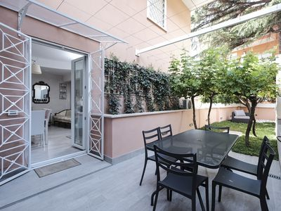Photo for Homely & Relaxing Garden near St. Peter - Apartment for 7 people in Roma