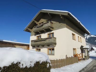 Photo for 3 bedroom Apartment, sleeps 6 with FREE WiFi and Walk to Shops