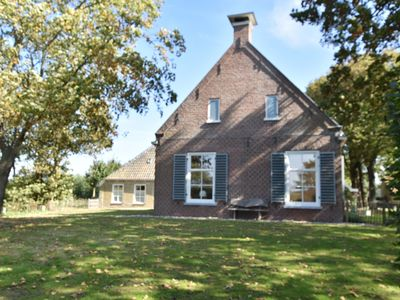 Photo for Beautiful detached farmhouse with spacious garden, boat to private island