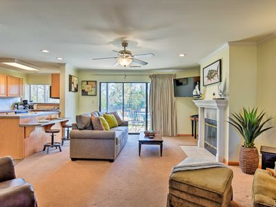 Photo for NEW! Lakeside Resort Condo ~7 Mi to Hot Springs NP