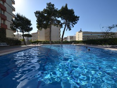 Photo for Apartment with Wifi and linen included - swimming pool + solarium - centre/beach