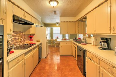 You and your travel companions can look forward to delicious home-style meals in this fully equipped kitchen.