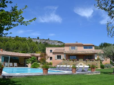 Photo for House in the heart of the Luberon in a Provençal farmhouse