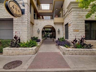 Photo for Apartment in the center of Austin with Internet, Pool, Air conditioning, Lift (698102)