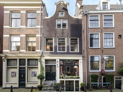 Picture perfect 1740 house overlooking Prinsengracht canal - luxury with charm