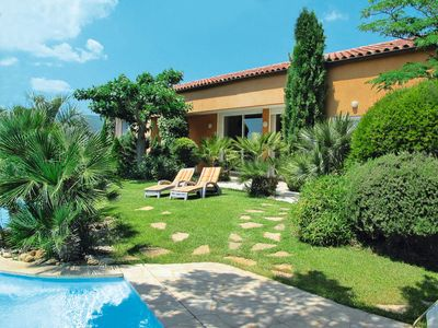 Photo for 4 bedroom Villa, sleeps 10 in Garéoult with Pool and WiFi
