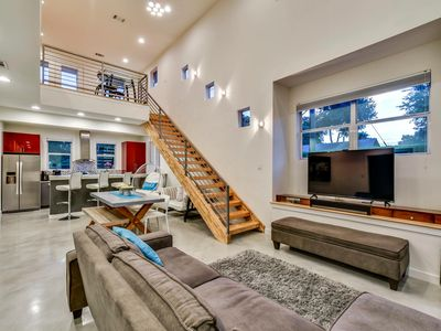 Downtown Austin Luxury House with Hot Tub + Golf Green + Fire Pit +Patio Misters