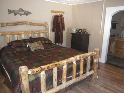 Photo for Romantic 1 bedroom with gas fireplace, roses, prvt hot tub, log bed, MT vie