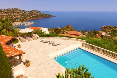 Pool area with beautiful panorama view of the Figueirette bay.