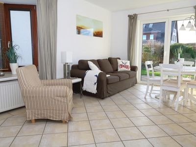 Photo for Tasteful ground floor apartment with terrace and beach chair